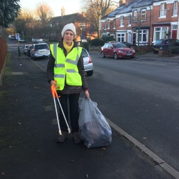 Litterbusting in Greenhill Road